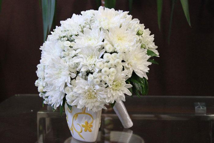 Хризантема в букете долго стоит — photo 9
