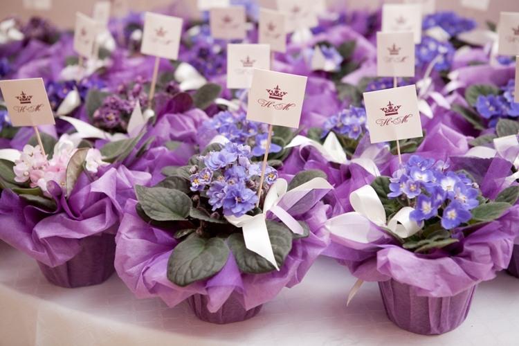 Что гостям подарить на свадьбу