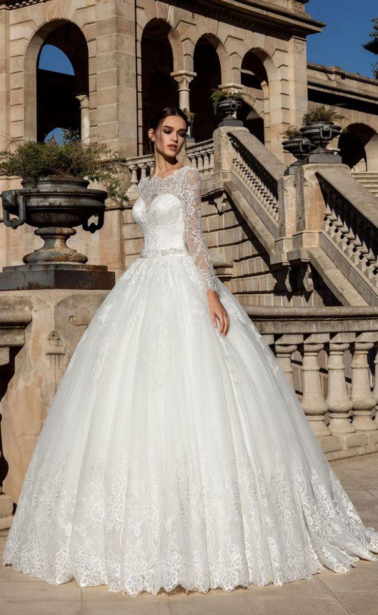 3a3b0754c63 Как правильно ходить в свадебном платье  Советы профессионалов