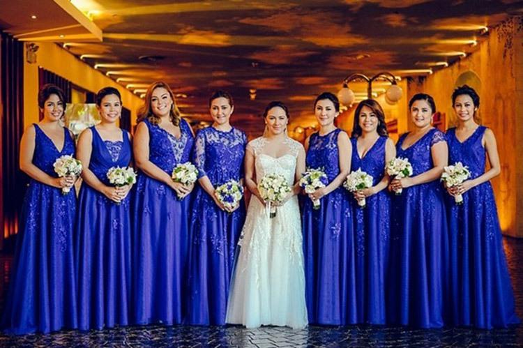 Подружки невесты на свадьбе в кобальтовом цвете