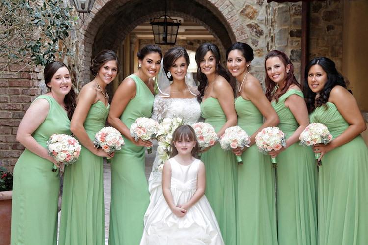 Подружки на свадьбе в зеленом цвете