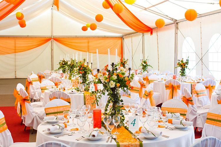 Оформление зала для <i>какие цвета модные в 2017 на свадьбу</i> свадьбы в оранжевом цвете