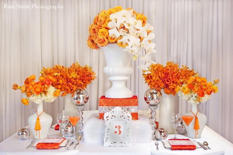 Сладкий стол на свадьбе в оранжевом цвете