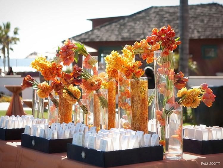 Пример оформление свадьбы оранжевыми цветами