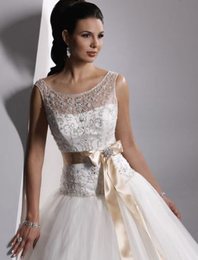 Платье с элементами из кружева
