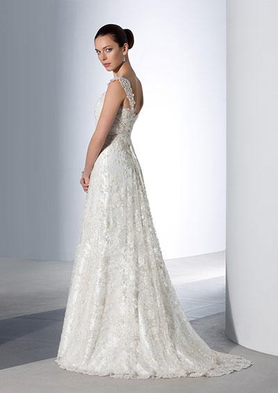 Фото: Кружевные свадебные платья напоминают викторианский стиль и смотрятся очень женственно и сексуально