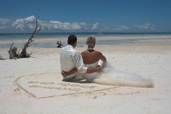 интересные и оригинальные идеи для свадебной фотосесисии фото 12