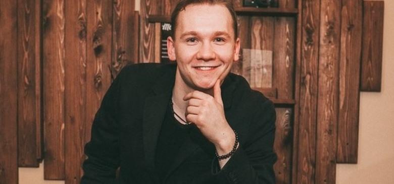 Ведущий Андрей Дёмин