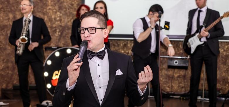 Профессиональный ведущий Александр Надёжин