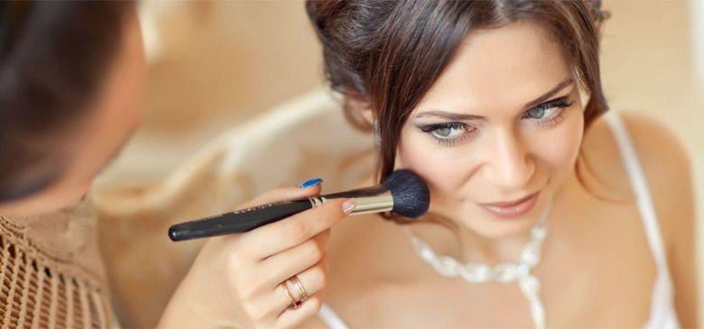 Элина - свадебный стилист.