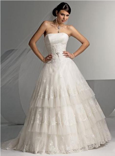 При пошиве используются высококачественный свадебный атлас (395