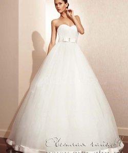 56905f371db251 'Світла чайка' - весільний стиль та вечірня мода. Колір сукні: Білий /  Слонова кістка. Довжина сукні: Довге Фасон сукні: Бальна (пишна)