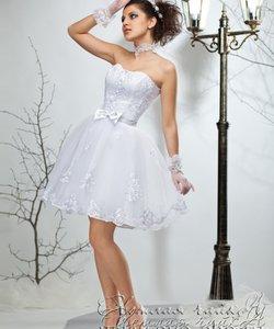 Колір сукні  Білий   Слонова кістка. Довжина сукні  Короткий Фасон сукні   Бальна (пишна) Додатково  відкрите 94124e6d6e22c