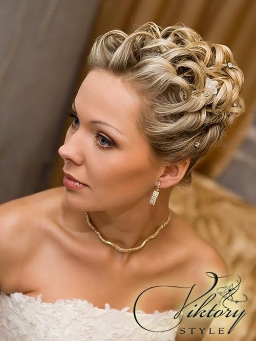 Свадебная прическа на короткие волосы от компании Viktory Style