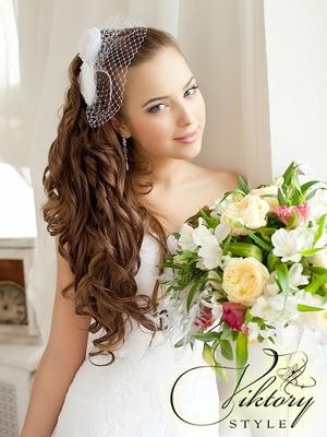 Красивая и легкая прическа на средние волосы