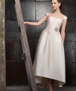 Колір сукні  Білий   Слонова кістка. Довжина сукні  Короткий Фасон сукні   А-ситуэт (принцеса) Додатково  відкрите 12e7be9e81278