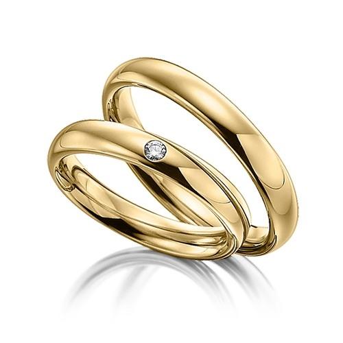 Золотое кольцо инкрустированное брильянтом