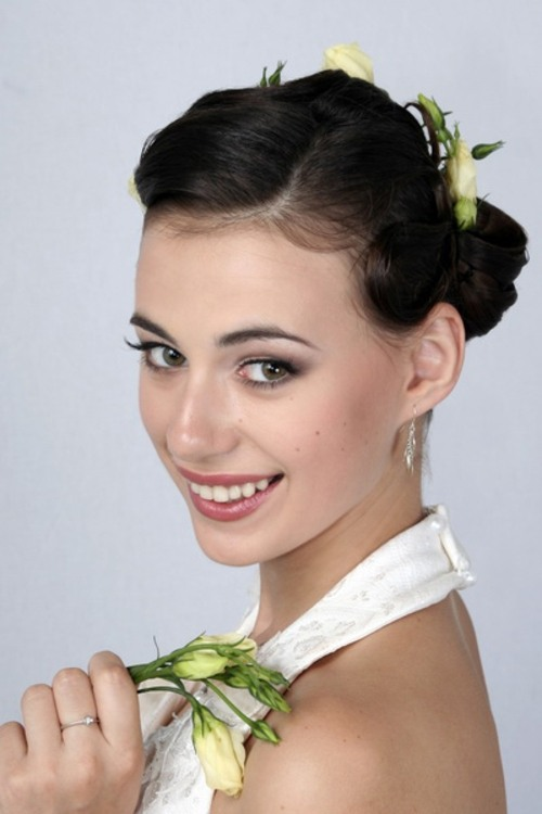 Свадебная прическа с цветами в волосах - 2c